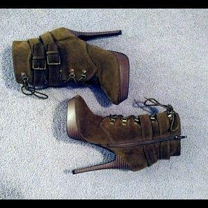 Shoedazzle Olive Platform Lace- Up Booties Sz 8